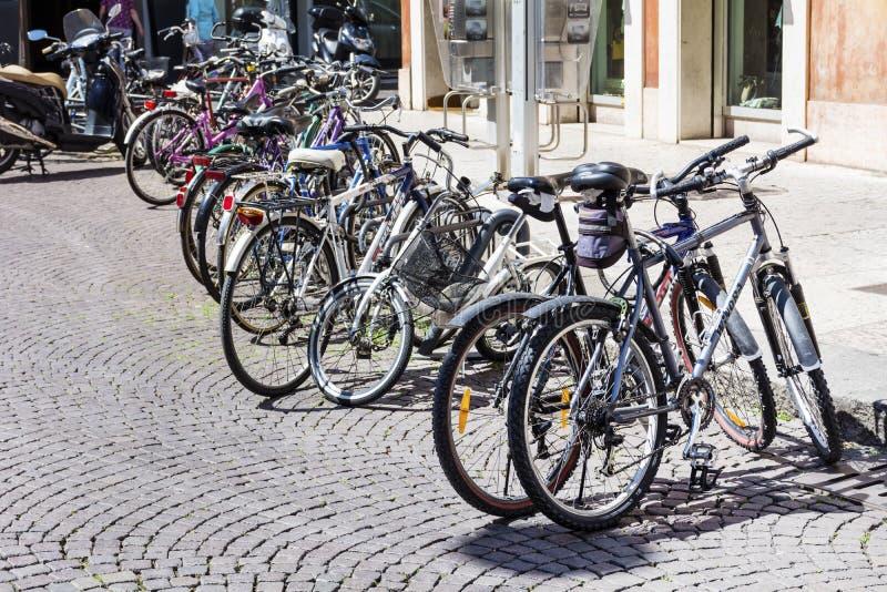 公开自行车租务在罗马,意大利 免版税图库摄影