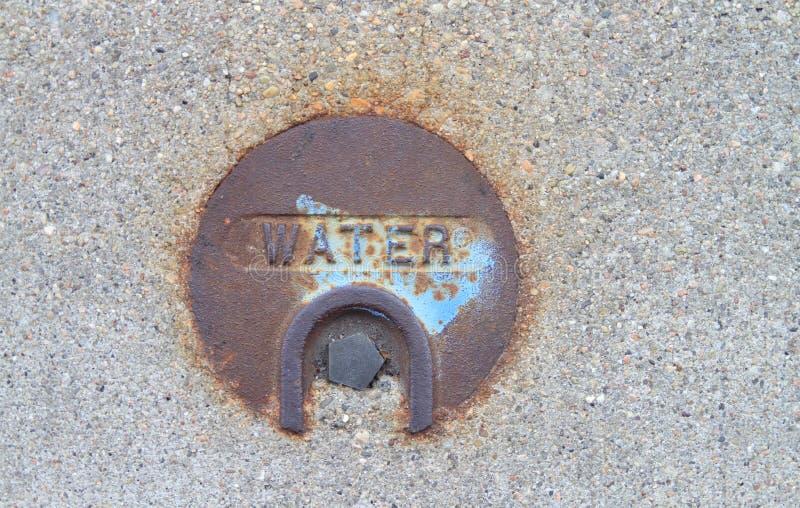 公开水公共事业金属盖子 免版税库存照片