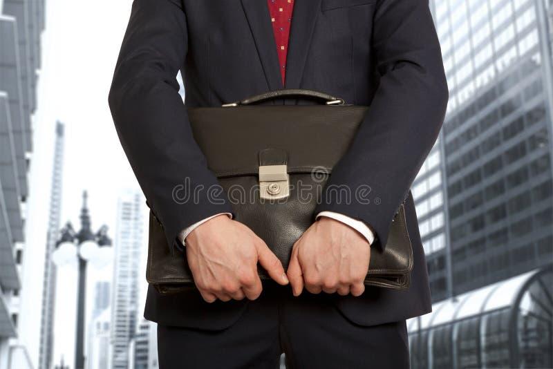 公文包生意人投资者快乐的投资组合 免版税库存照片