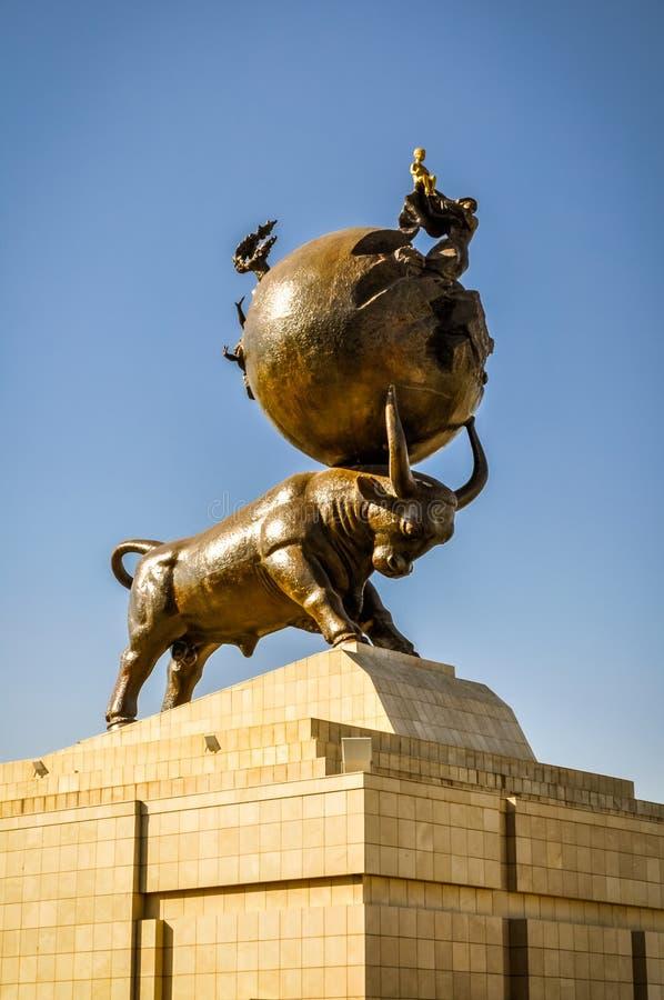 公牛雕塑  免版税库存图片