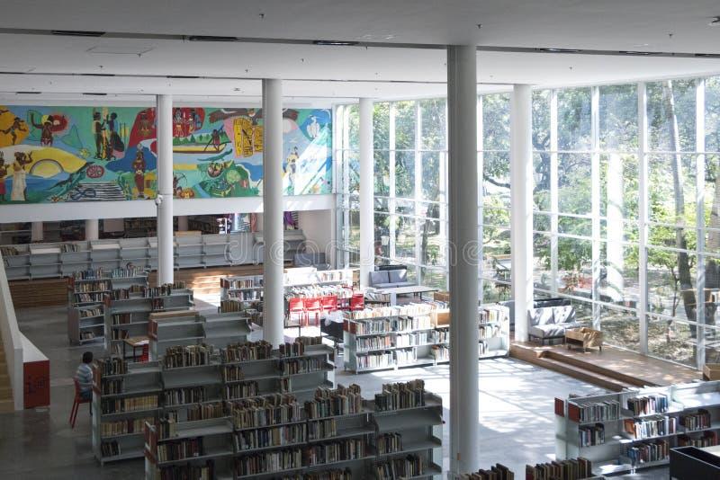 公立图书馆麦德林biblioteca pública piloto营业日2018年12月 免版税库存图片