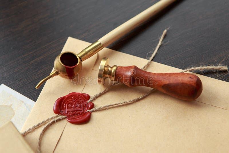 公证员` s公开笔和邮票在遗嘱和为时将 免版税库存图片