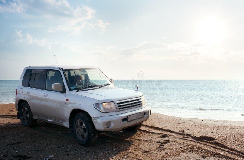 公路车辆的海滩 图库摄影