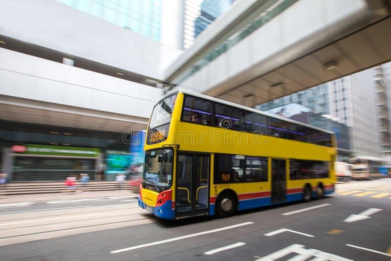 公车运送与被弄脏的行动的旅行在香港中央  库存图片