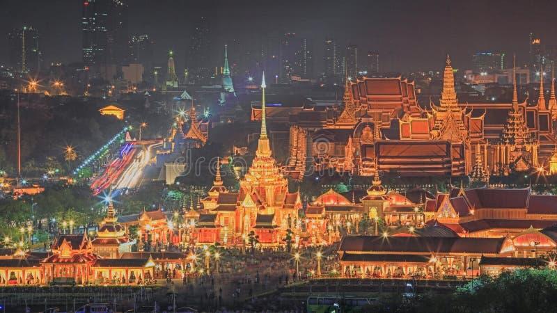 公主皇家火葬用的柴堆在晚上在曼谷 库存图片