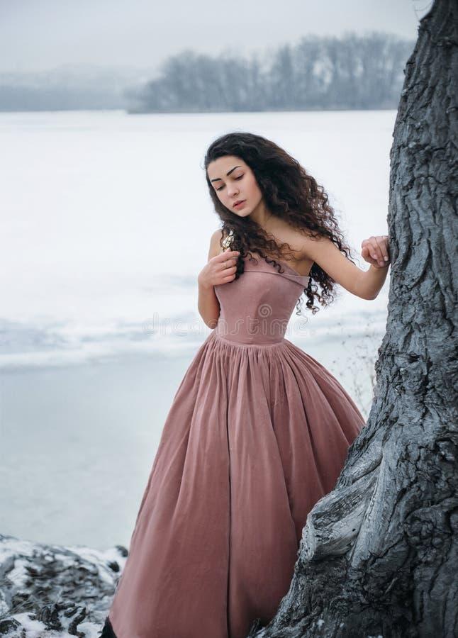 年轻公主走 免版税图库摄影