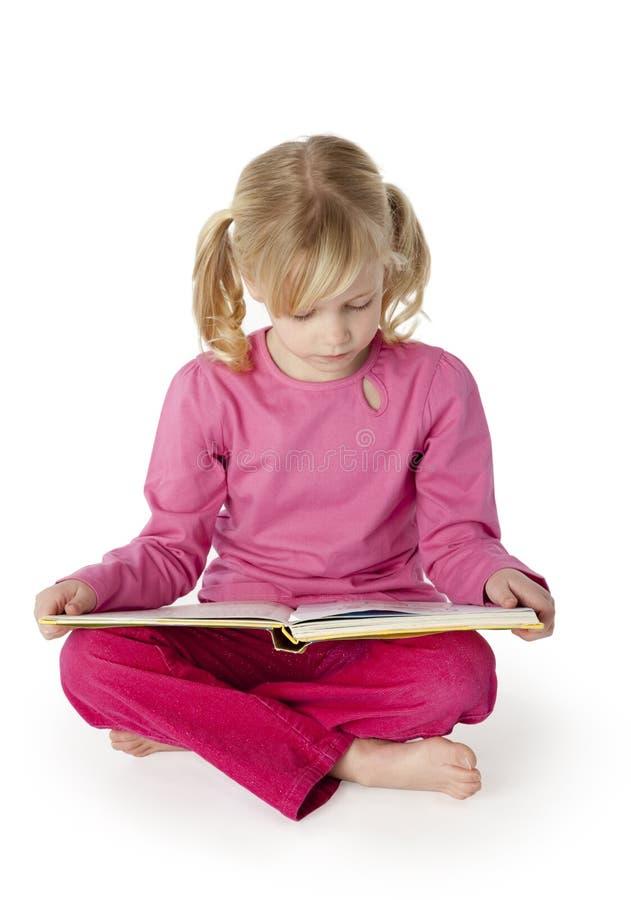 六年书女孩老的读取 库存图片