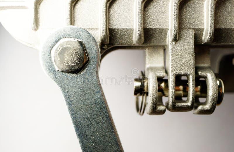 六角形螺栓拆开与在金属设备的一把板钳在银色颜色连接 库存照片