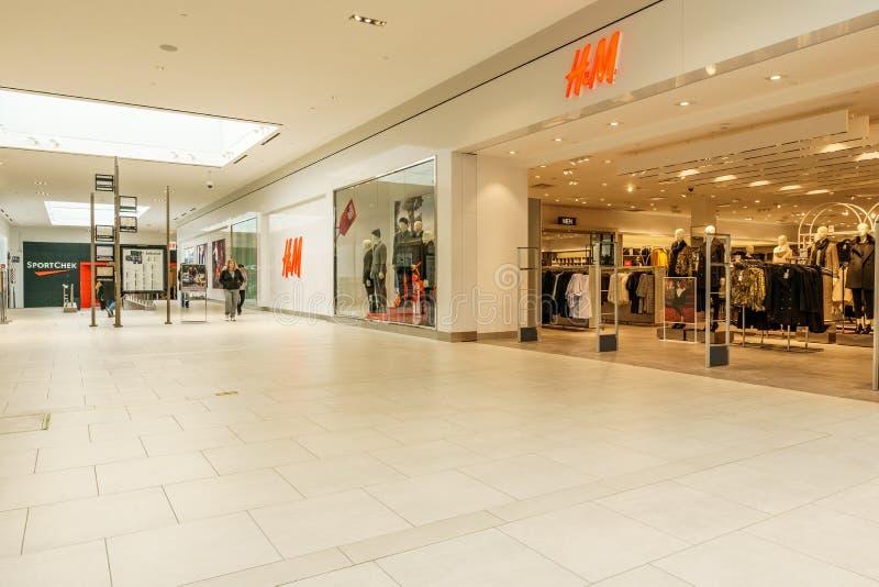 兰利,加拿大- 2018年11月14日:Willowbrook购物中心内部看法  图库摄影