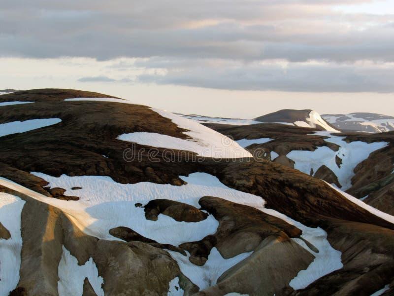 兰德曼纳劳卡美好的风景在山Blahnukur,夏天,冰岛的上面的在日落期间的 免版税库存图片