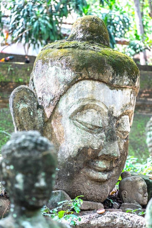 兰纳灰泥北泰国,隧道,古庙的菩萨雕象 库存图片