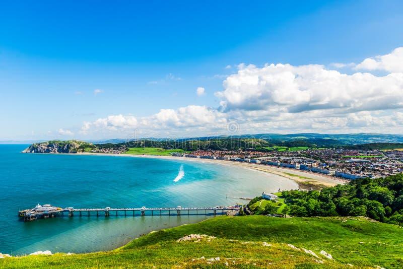 兰迪德诺海滨人行道在北部威尔士,英国 免版税库存照片