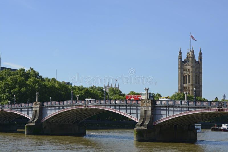 兰贝斯桥梁在伦敦,英国 免版税库存照片