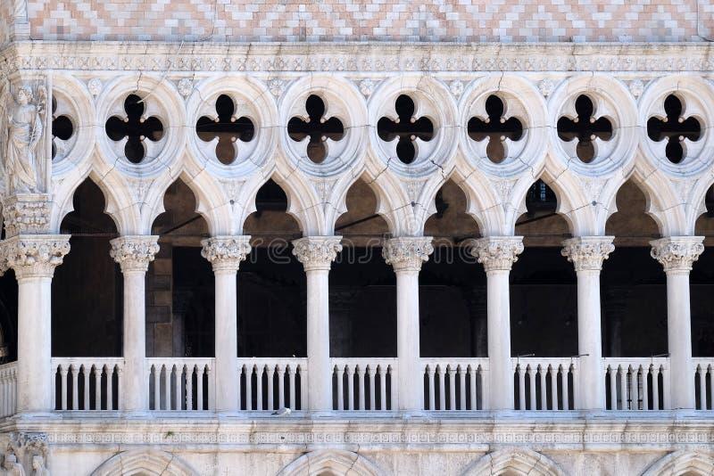 共和国总督圣马可广场的,威尼斯` s宫殿门面细节  库存图片