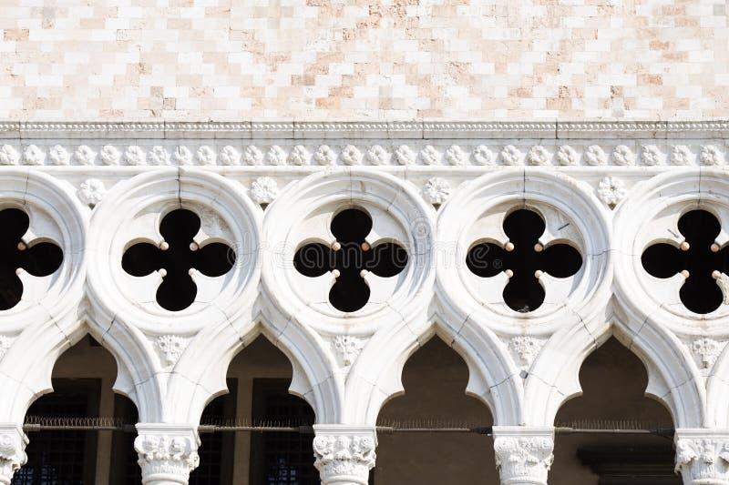 共和国总督的宫殿的门面细节在威尼斯 免版税库存图片