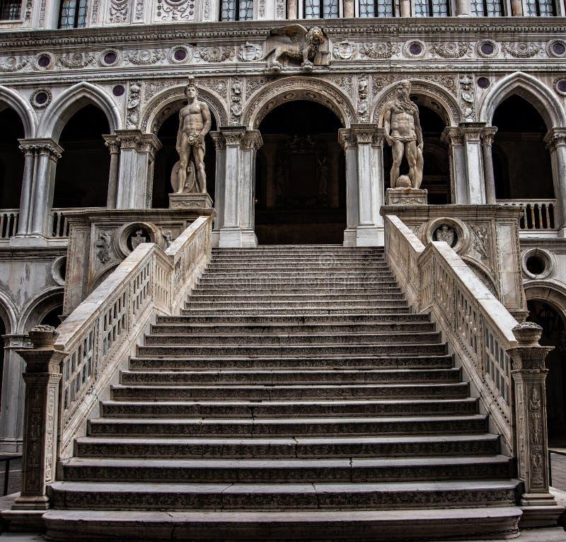 共和国总督` s宫殿的楼梯在Venicetaly 图库摄影