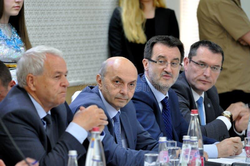 共和国科索沃, Isa穆斯塔法的总理在Recane,在与公民的一次工作会上 库存照片