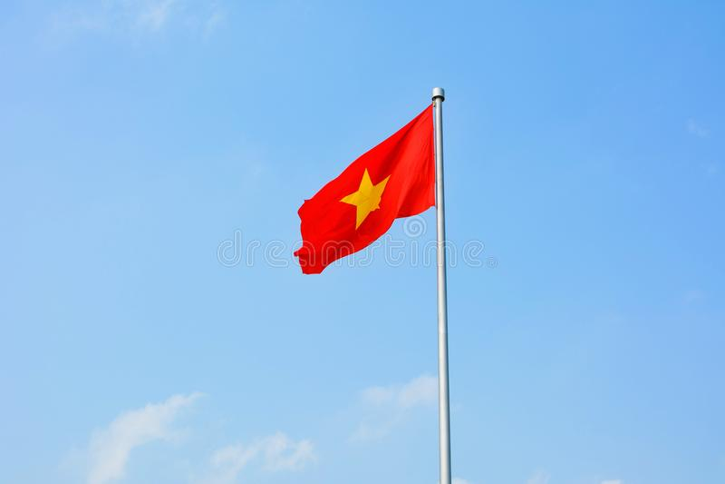 共和国越南在风的旗子绕 免版税库存图片