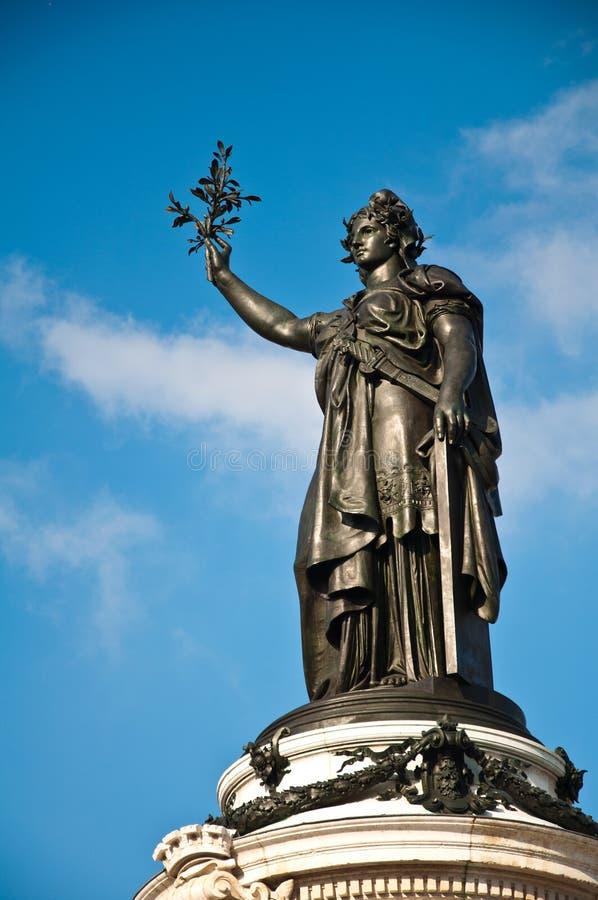 共和国雕象在巴黎 免版税库存图片