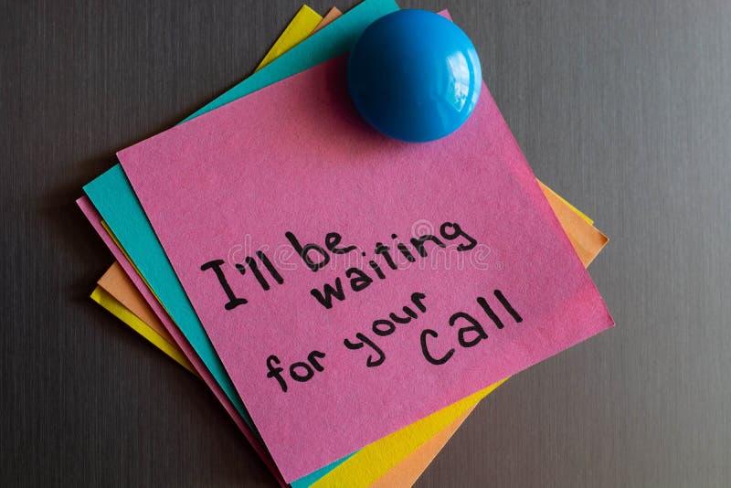 关于冰箱等待的电话的笔记 免版税图库摄影