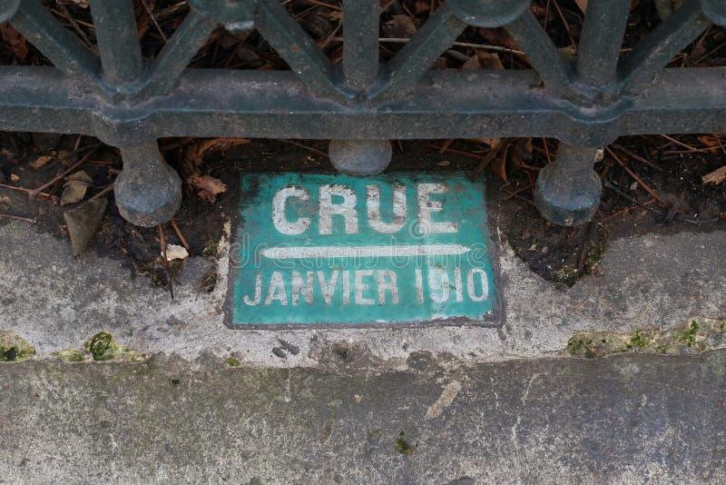关于巨型洪水(crue的一个老标志用法语)塞纳河在巴黎1910年大道Haussmann 免版税库存图片