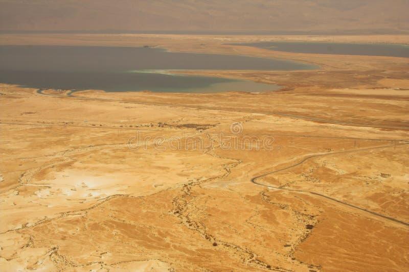 关于死海的美丽如画的古老山在以色列 免版税库存照片