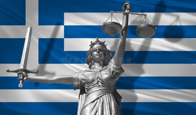 关于法律的盖子 正义Themis的神雕象与希腊背景旗子的  正义原始的雕象  Femida,与标度, s 库存例证