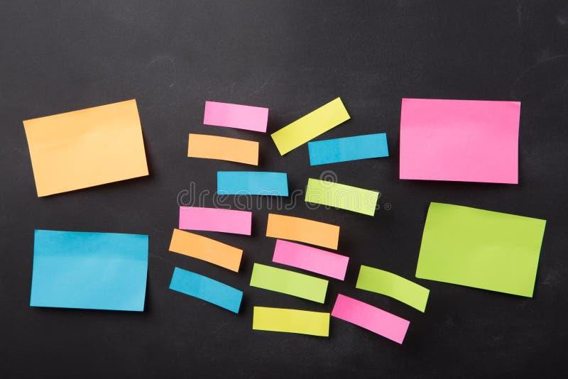 关于空白的黑板的稠粘的笔记 免版税库存照片
