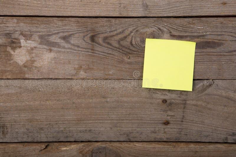 关于空白的黑板的稠粘的笔记 免版税库存图片