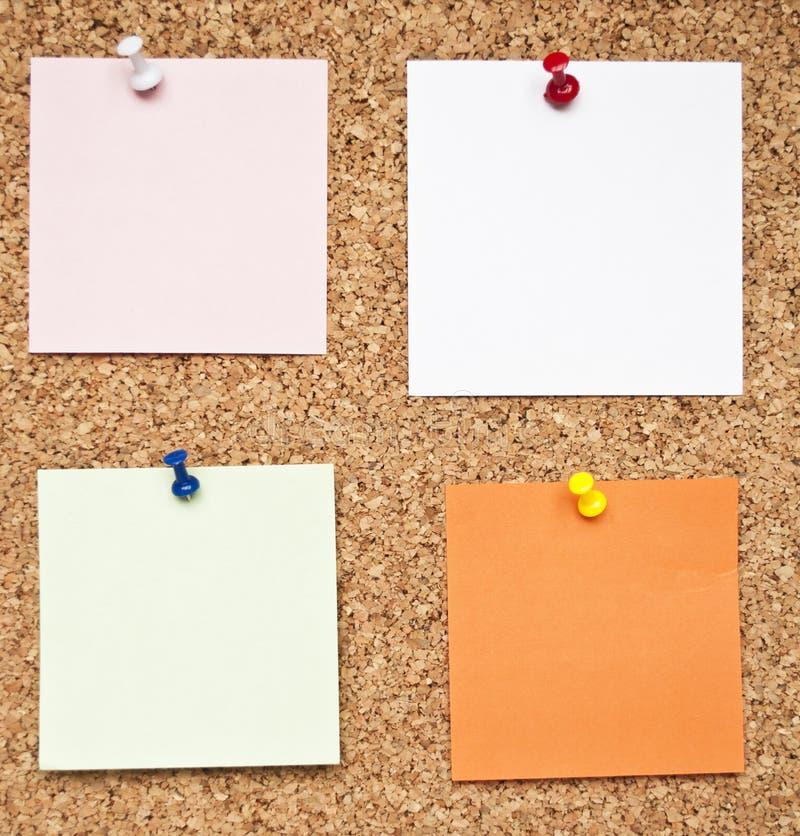 关于黄柏板的空白的备忘录笔记 免版税库存照片