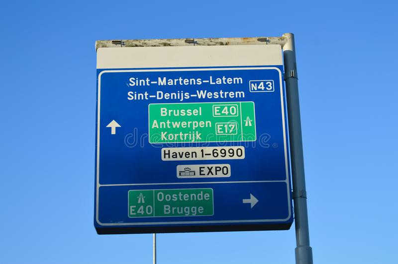 关于E40高速公路的路信息在跟特, 2017年11月5日的比利时 库存图片