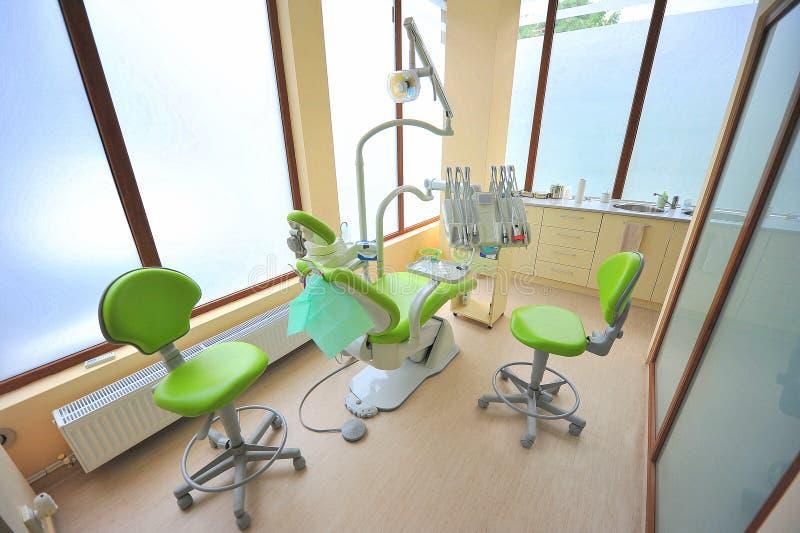 关心牙齿医生办公室工具 图库摄影