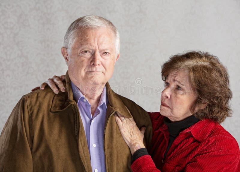 关心的夫妇前辈 免版税图库摄影