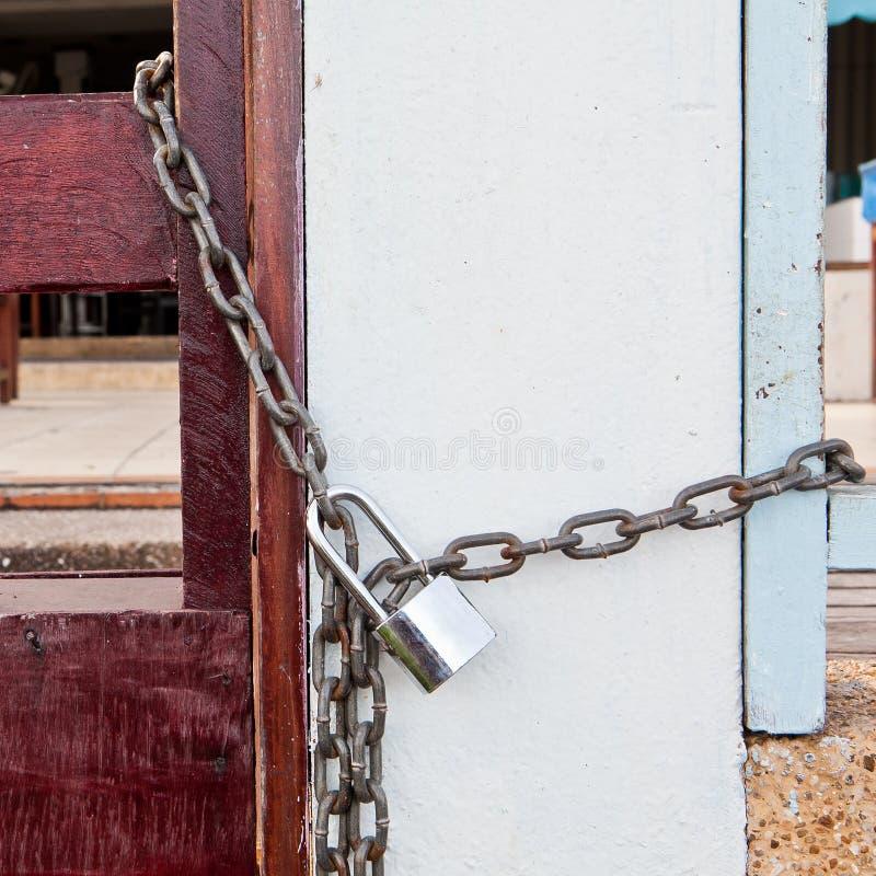 关键锁锁与链子 免版税库存图片