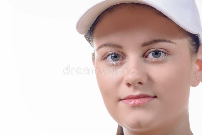 关闭一个相当少妇的面孔有一个白色盖帽的 免版税库存图片