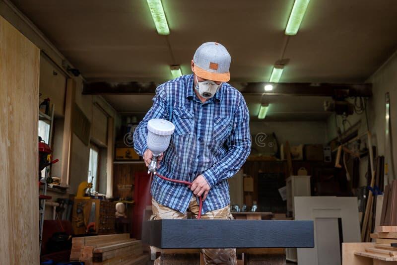 关闭一位大力士焊工 库存图片