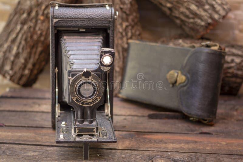 关闭一台古色古香的1918年摄影影片照相机的射击 免版税库存照片