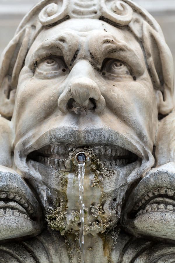 关闭万神殿的喷泉 免版税图库摄影