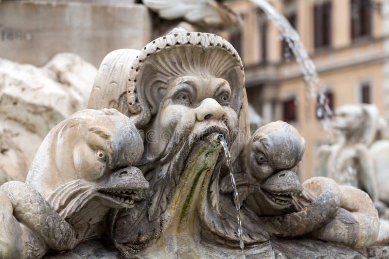 关闭万神殿Fontana del Pantheon的喷泉在广场della Rotonda 罗马, 免版税库存图片