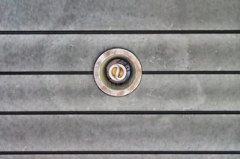 Download 关闭下来光天花板 库存照片. 图片 包括有 现代, 卤素, 亮光, 行业, 对象, 狭窄, criss, 拱道 - 72360312