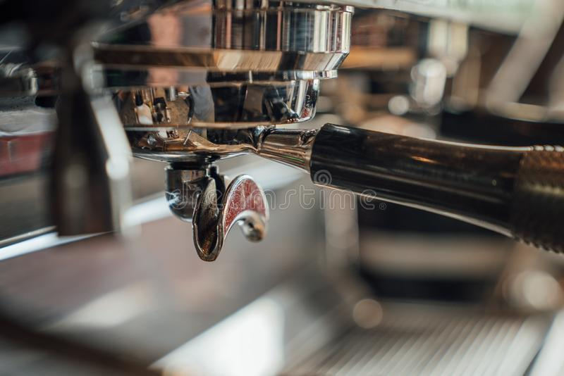关闭不酿造的煮浓咖啡器 库存照片