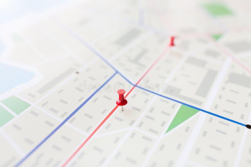 关闭与别针的地图或城市计划 库存照片