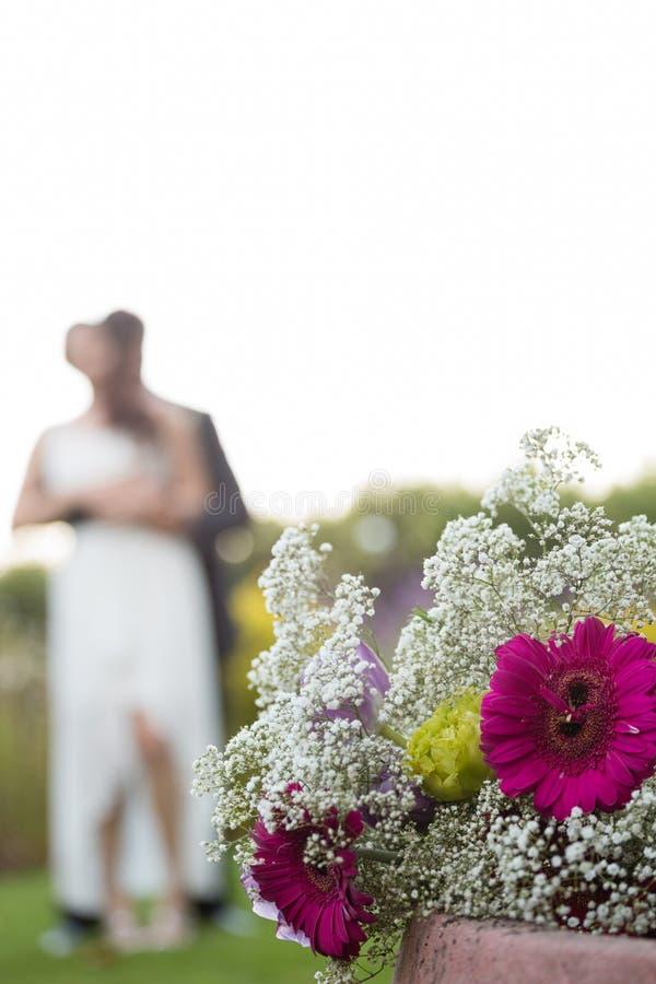 关闭与最近的花束结合跳舞在背景中 图库摄影