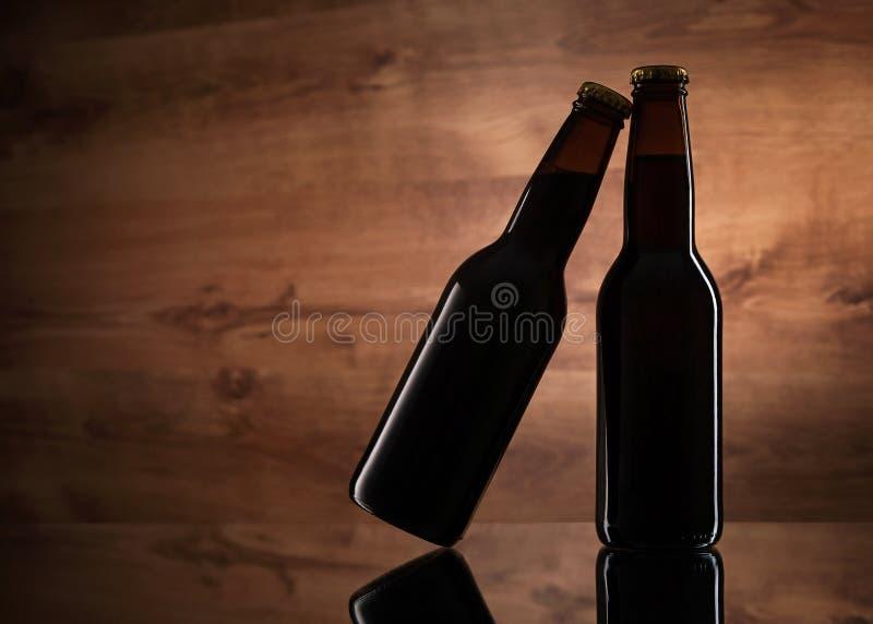 关闭两个啤酒瓶 免版税图库摄影