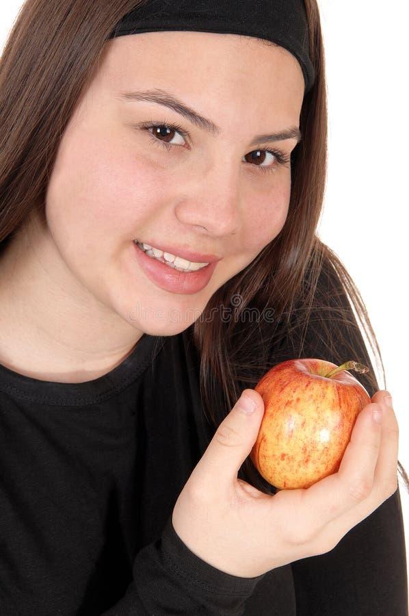 关闭举行一红色苹果和微笑的女孩 图库摄影