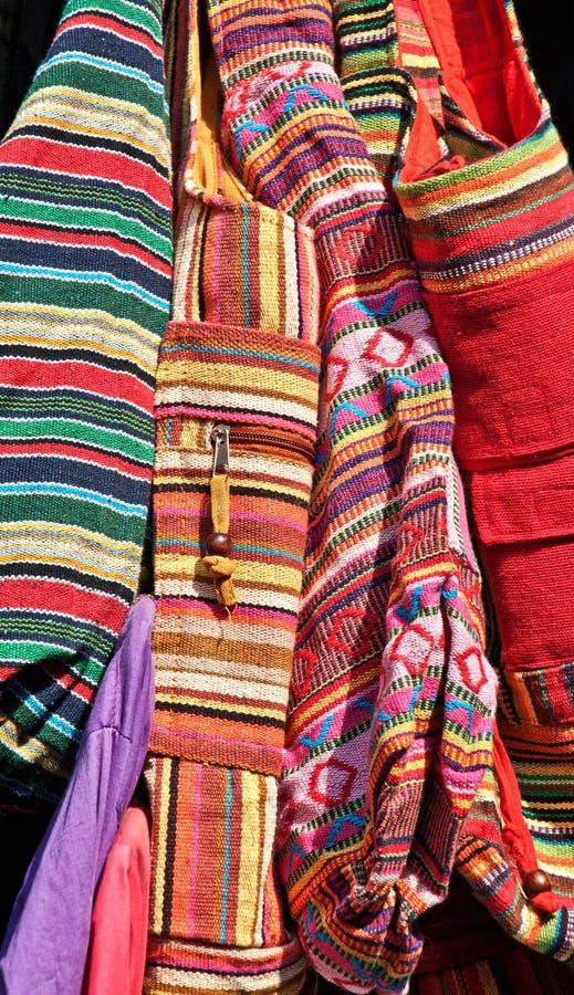关闭五颜六色的织品袋子和囊 库存图片