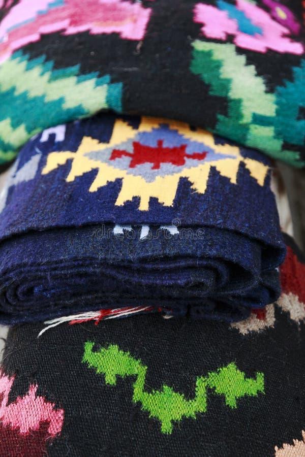 关闭从罗马尼亚的传统手工制造地毯与differen 库存照片