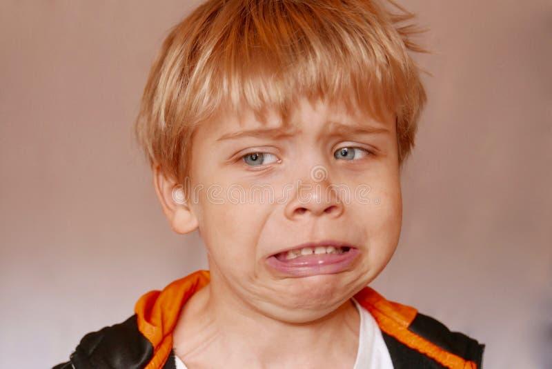 关闭做一个恶心的表情的男孩 免版税库存照片