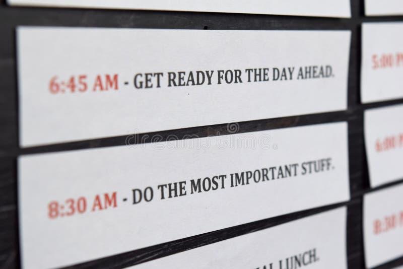 关闭做议程每日日程表在个人组织者 事务和企业家概念 r 免版税库存图片