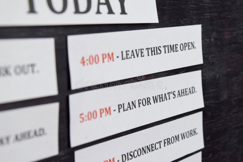 关闭做议程每日日程表在个人组织者 事务和企业家概念 r 库存图片